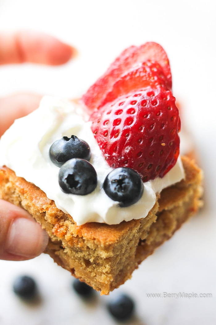 blondie bars with berries
