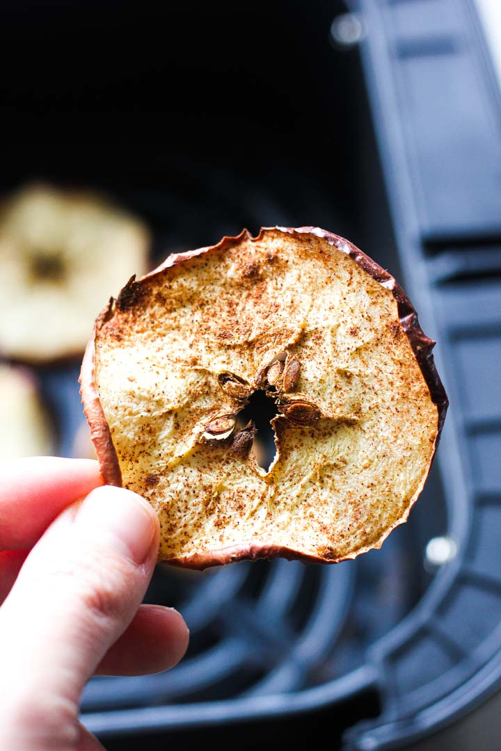 air fryer cinnamon apple chips